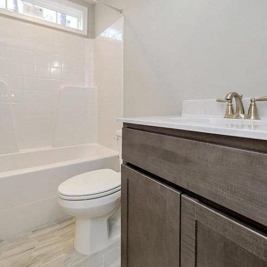 https://www.perryscustomhomes.com/wp-content/uploads/2020/02/bathroom-2-540x540.jpg