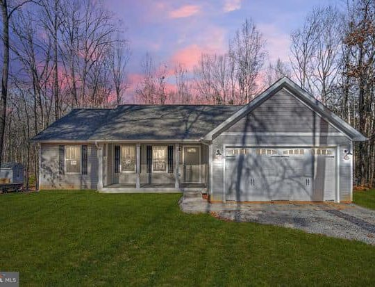 https://www.perryscustomhomes.com/wp-content/uploads/2020/02/home-with-garage-540x413.jpg