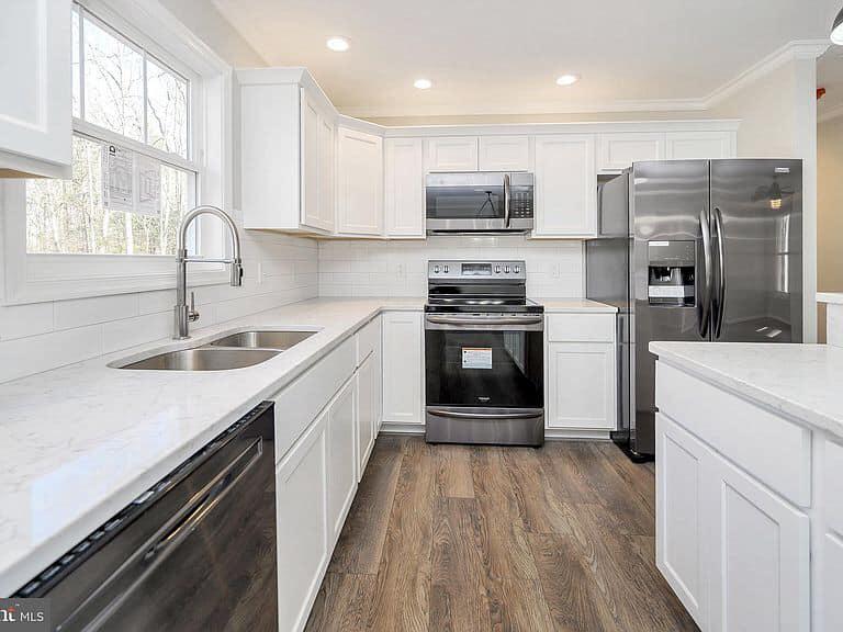 https://www.perryscustomhomes.com/wp-content/uploads/2020/02/kitchen-3.jpg