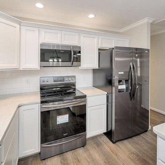 https://www.perryscustomhomes.com/wp-content/uploads/2020/02/kitchen-4-540x540.jpg