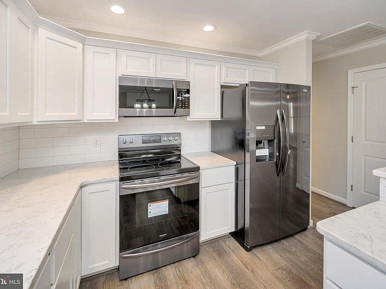 https://www.perryscustomhomes.com/wp-content/uploads/2020/02/kitchen-4.jpg