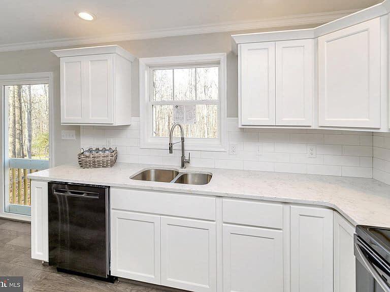 https://www.perryscustomhomes.com/wp-content/uploads/2020/02/kitchen-5.jpg