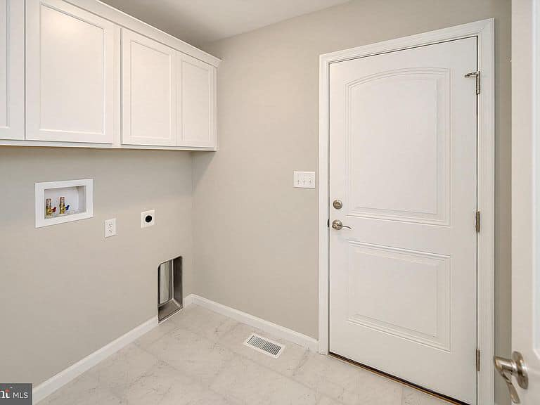 https://www.perryscustomhomes.com/wp-content/uploads/2020/02/laundry-room.jpg