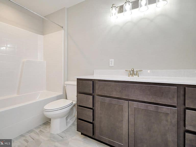 https://www.perryscustomhomes.com/wp-content/uploads/2020/02/master-bath.jpg